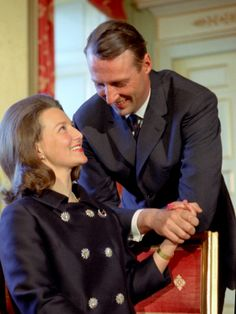 Den 19. mars 1968 klokken 11.00 gikk det offisiell melding fra Slottet om at forlovelse var inngått mellom Kronprins Harald og frøken Sonja Haraldsen. Foto NTB Arkiv / Scanpix