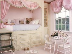 This would be cool with a trundle underneath AND if you could work out storage, too, what a cool idea. But, I love this set-up.... it would grow with the littlest princess :)