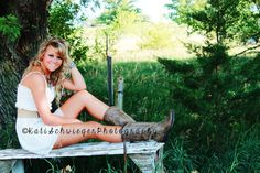 Outdoor Senior Picture Ideas for Girls | Country outdoor senior photography. ©Kati Schwieger Photography ...