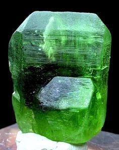 Peridot Crystal , Olivine Peridot , Rutile Peridot Crystal from Sapat Pakistan - 21 Gram , 30*23*17 mm