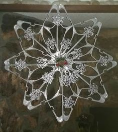 Clothing hanger snowflake Clothing hanger snowflake Source by hanger Diy Christmas Fireplace, Diy Christmas Snowflakes, Snowflake Decorations, Christmas Deco, Christmas Projects, Handmade Christmas, Christmas Yard Art, Christmas Wreaths, Dollar Tree Crafts
