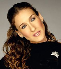 wonderful make up --- Sarah Jessica Parker - SATC - Carrie Bradshaw - set - sex and the city Carrie Bradshaw, Fashion Idol, Fashion Beauty, Sarah Jessica Parker Lovely, Wedding Hairstyles For Women, The Family Stone, Long Faces, Celebrity Look, Celebrity Beauty