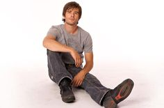 Agent Graham Wardle. Specialty: acting, photography. Undercover job: acting as Ty Borden. Strengths: hair, Smirk, muscles