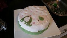 Babyshower taart met roze vulling