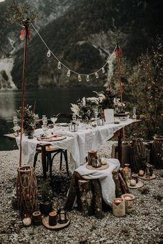 """""""Into the Wild"""" – eine Elopement-Inspiration wedding mountains """"Into the Wild"""" – eine Elopement-Inspiration - Hochzeitswahn - Sei inspiriert Forest Wedding, Boho Wedding, Wedding Table, Rustic Wedding, Wedding Receptions, Nordic Wedding, Cabin Wedding, Wedding Parties, Wedding Set"""