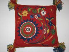 Liten Blomsteryra Scandinavian Embroidery, Scandinavian Art, Pillow Embroidery, Embroidered Pillows, Diy Pillows, Throw Pillows, Swedish Design, Surface Pattern, Folk Art