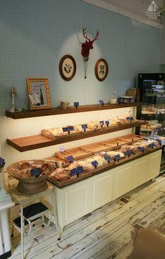 안녕하세요. 벌써 12월의 둘째주가 되었습니다.한해가 마무리되는 달이다보니 하루 하루의 시간이 아깝고 ... Cafe Interior, Interior Design, Coffee Bread, Retail Shop, New Shop, Display Shelves, Deli, Wood Furniture, Bakery