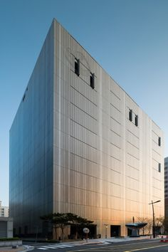 The Dragonfly DMC Tower in Seoul / designed by iArc Architects