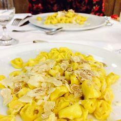 Tortellini asciutti saltati con burro, parmigiano reggiano e tartufo bianco - Instagram by italian_cooking_adventures