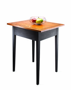 Small tables are useful just about anywhere in the home. They can be easy to build, but a good design is important. To make the design more interesting… Easy Wood Projects, Diy Furniture Projects, Easy Woodworking Projects, Popular Woodworking, Outdoor Furniture, Outdoor Tables, Outdoor Decor, Woodworking Magazine, Small Tables