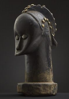 """TÊTE FANG BETSI, BYERI FANG """"Betsi"""" reliquary head (""""NLO BYERI"""") TÊTE D'ANCÊTRE or têtes de reliquaire (gabon) Old Head, African Art, Hair Pieces, Or, Sculpting, Glass Beads, Things To Come, Statue, Collection"""