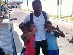 Sulley Muntari gives money to poor community in Brazil city Maceió