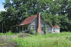 Hawpond Road Crisp County GA Vernacular Architecture Cracker Style Frame House Picture Image Photograph Copyright © Brian Brown Vanishing So. Abandoned Farm Houses, Old Abandoned Buildings, Old Farm Houses, Old Buildings, Abandoned Places, Cracker House, Vernacular Architecture, Classical Architecture, Landscape Architecture