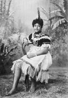 Fa-le-nefu, a young Samoan woman | Items | National Library of New Zealand 1900