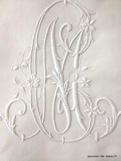 Linge ancien de lit > Draps, Taies... > LINGE ANCIEN / Merveilleux grand drap avec travail de jours broderie à l' aiguille et monogramme CM sur toile de lin fin - Linge ancien - Passion-de-Blanc - Textiles anciens