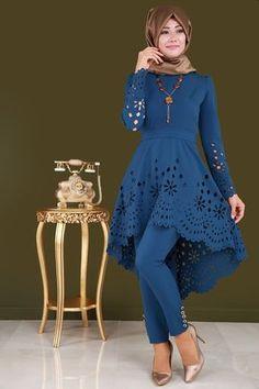 ** TÜKENMEDEN AL ** Peplum Lazer Kesim Pantolonlu Kombin İndigo Ürün kodu: ASM2016 --> 12990 TL Modern Hijab Fashion, Batik Fashion, Muslim Fashion, Fall Fashion Outfits, Look Fashion, Hijab Style Dress, Latest African Fashion Dresses, Indian Designer Outfits, Mode Hijab