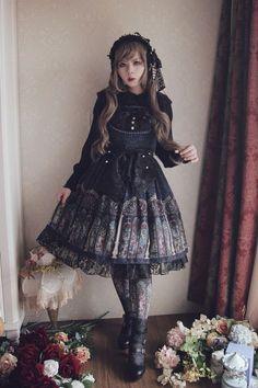 f5fd84b4ecec 46 bästa bilderna på gothic lolita   Gothic clothing, Gothic fashion ...