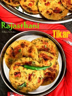 Tikar is a flat bread from the Marwari kitchen . The bread is made of equal portions of maize flour and wheat flour . It is seasoned with spices and can be served as it is or with some curry and side dish . Jain Recipes, Paneer Recipes, Gujarati Recipes, Flour Recipes, Curry Recipes, Indian Food Recipes, Vegetarian Recipes, Cooking Recipes, Gujarati Food