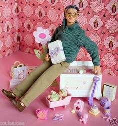 Grandpa Happy family Barbie Happy Family, Modern Dollhouse, Ken Doll, Diy Recycle, Barbie World, Barbie And Ken, Barbie Clothes, Fashion Dolls, Childhood Memories