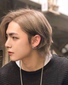 Taehyung Edit with long hair Bts Taehyung, Vlive Bts, Taehyung Fanart, Jungkook Abs, Foto Bts, Bts Photo, Jikook, Vmin, Yoonmin