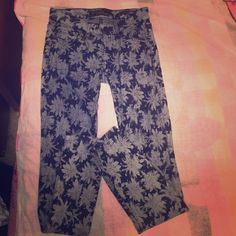 GUESS LIMITED EDITION JEANS SIZE US 25 Worn once. Perfect condition. Guess Jeans Skinny