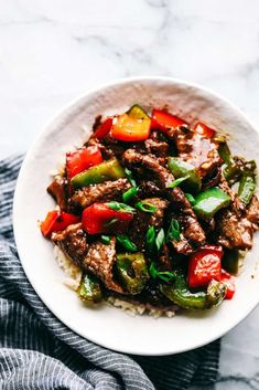 Amazing Pepper Steak Stir Fry - recipes for dinner easy Leftover Steak Recipes, Ground Beef Recipes Easy, Leftovers Recipes, Steak Stirfry Recipes, Stir Fry Recipes, Grilling Recipes, Spicy Dishes, Beef Dishes, Lamb Dishes