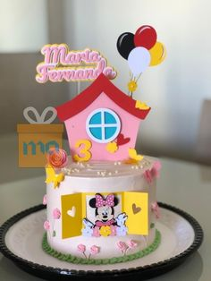 Bolo Drip Cake, Drip Cakes, Minnie, Cake Toppers, Diy And Crafts, Birthday Cake, Clay, Food, Sprinkle Cakes