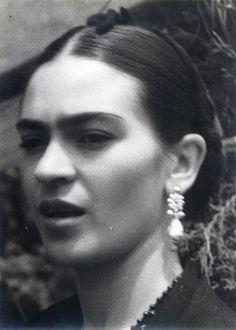 Frida Kahlo SE PARECE A MI MAMI!!