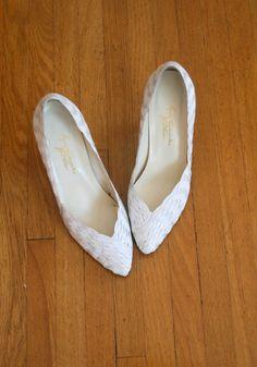 3f7224ae0f9 80s white leather Gloria Vanderbilt - vintage shoes Victorian Shoes