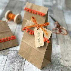 Halloween party bags made easy - Jane Means Creative Gift Wrapping, Creative Gifts, Gift Wrapping Ideas For Christmas Ribbon, Birthday Gift Wrapping, Wrapping Gifts, Homemade Gifts, Diy Gifts, Cheap Gifts, Diy Cadeau Noel