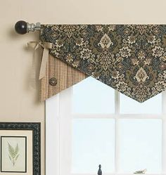 B5582, Reversible Window Valance no pattern