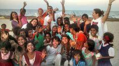 Padayatra - Bangalore/India Visita na comunidade carente para levar música, atenção e benções. #Meditação #Meditar #Yoga http://www.artofliving.org/br-pt