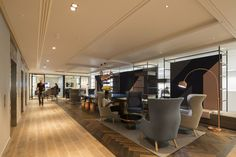 Edelman_001opt #lounge #herringbone #woodfloor