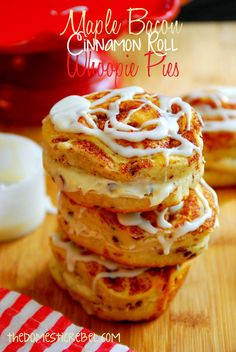 pre pinner: Recipe For Maple Bacon Cinnamon Roll Whoopie Pies - These sinfully delicious cinnamon roll whoopie pies are sliced in half and stuffed with a warm maple bacon frosting. You'll love these breakfast desserts! Bacon Recipes, Brunch Recipes, Pie Recipes, Sweet Recipes, Cookie Recipes, Breakfast Recipes, Dessert Recipes, Breakfast Ideas, Camping Recipes