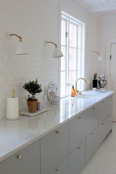 Marvelous Kitchen Remodeling Choosing a New Kitchen Sink Ideas Kitchen Sinks Remodeling Galley kitchen Scandinavian - Awesome Scandinavian Kitchen Remodel Kitchen Ikea, Kitchen Interior, New Kitchen, Kitchen Dining, Kitchen Cabinets, Grey Cabinets, Kitchen White, Kitchen Backsplash, Kitchen Sink