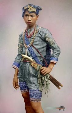 Colors for a Bygone Era: Colorized Young Bagobo Warrior of Southern Philippines Filipino Art, Filipino Tribal, Filipino Culture, Filipino Tattoos, Barong Tagalog, Filipino Fashion, Tribal Costume, Philippines Culture, Vietnam