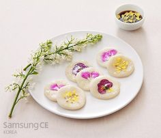 hwajeon 2 Korean Sweets, Korean Dessert, Flower Food, Chinese Food, Food To Make, Food Ideas, Appetizers, Japan, Fantasy