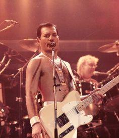 Fuck Yeah Mercury — Some of Freddie Mercury's artwork Brian May, John Deacon, King Of Queens, Queen Ii, Roger Taylor, Queen Freddie Mercury, Weird Dreams, Queen Band, Rock Legends