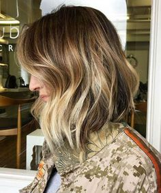 Dazzling Shoulder Length Caramel Blonde Hairstyles for Women to Show Off in 2020 Bob Hairstyles 2018, Angled Bob Hairstyles, Blonde Bob Hairstyles, Bob Hairstyles For Fine Hair, Older Women Hairstyles, Blonde Bob Haircut, Lob Haircut, Medium Choppy Bob, Glamorous Hair