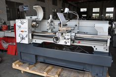 The CM6241 universal lathe is suitable for easy to medium difficult turning works. Its wide range of standard equipment, such as the 3-jaw chuck, follow and steady rest, change gears and 3-axis digital readout, makes this model extremely versatile. Furthermore, this model comes equipped with a stepless speed adjustment up to 3000 rpm, allowing the speed to be optimally adjusted to the workpiece and the feed rate. #Smart410Vario #V-Turn410 #HighPrecisionLathe #ChinaManualathe #knuthLathe