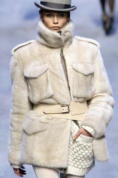 Catwalk Fashion, Fur Fashion, Leather Fashion, Womens Fashion, Warm Autumn, Autumn Winter Fashion, White Fur, City Style, Mink