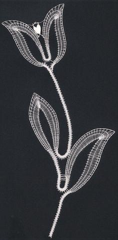 tulipschneeberger.gif (294×600) Bobbin Lace Patterns, Bead Loom Patterns, Lace Earrings, Lace Jewelry, Victorian Lace, Antique Lace, Hairpin Lace Crochet, Crochet Edgings, Crochet Motif