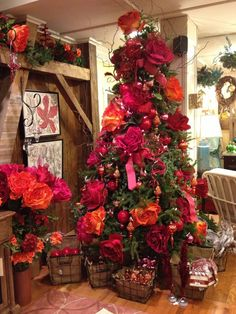 Love the colors and huge flowers in this Christmas tree. #Christmas #tree