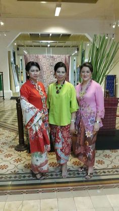 Kebaya Perempuan Indonesia