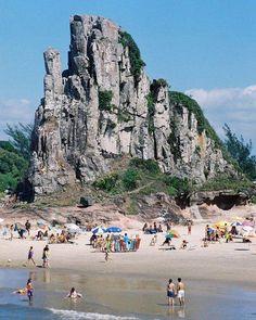 Praia da Guarita, em Torres, estado do Rio Grande do Sul, Brasil.