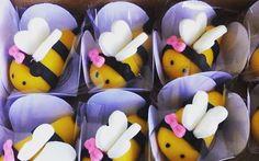 Abelinhas de leite ninho para Celília!! #docespersonalizadosbsb #rrdoces #mesversario #kit