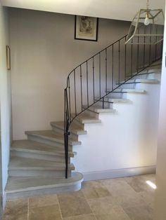 - Escalier béton gris lissé - Nez de marche carré - Garde corps métallique