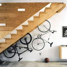 ESCADA RODANTE | faria igual na sua casa? #decoração #aproveitandoespaços #debaixodaescada #bicicletas #dicaTecnisa #Tecnisa