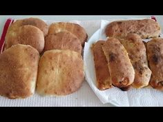 No kneading , just mix it with a spoon and break is ready. Greek Recipes, Sweet Bread, Scones, Spoon, Bakery, Treats, Cooking, Catania, Christmas Sweets