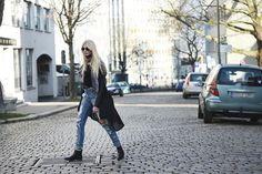 Destroyed Jeans - einer der Trends im Jahr 2015. Mit den lässigen Hosen, die in zerstörter Optik daherkommen, kann das modische Frühjahr beginnen!